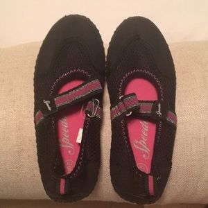 Girl's Speedo Size 13 or 1 Black Water Shoes